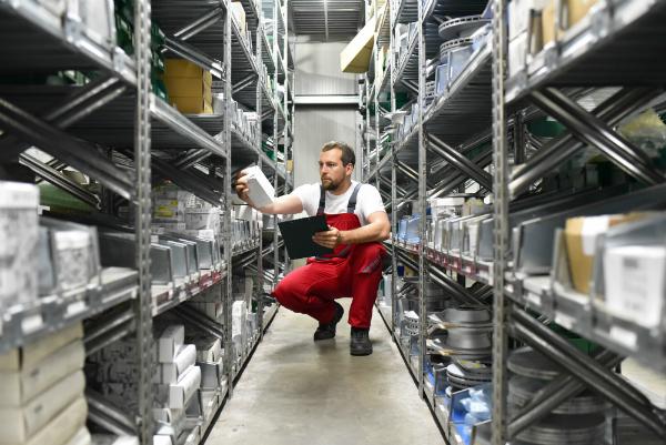 Mitarbeiter in einem Warenlager