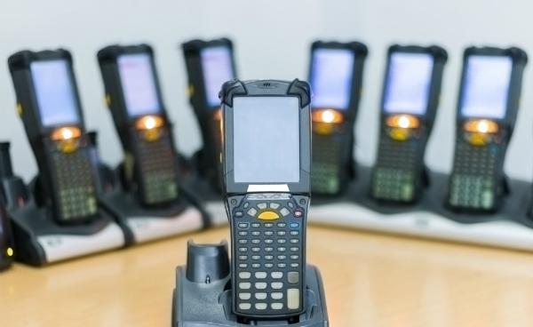 Handheld Barcode Scanner laden in Tischhalterungen